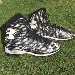 UNDER ARMOUR-Highlight/clutch fit high top shoes with cleats! Like new!